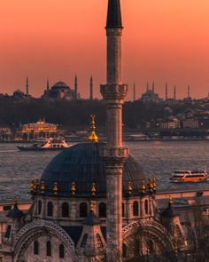 Istanbul City, Istanbul Turkey, Best Places To Travel, Best Cities, Places Around The World, Around The Worlds, Palacio Imperial, Turkish Architecture, Visit Turkey
