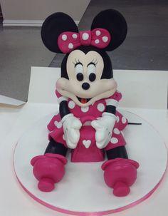 Minnie Mouse Cake - Minnie sitting up, holding a handbag