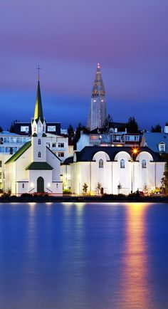 Reykjavik, Islandia / Reykjavik, capital city of Iceland Places Around The World, Travel Around The World, Around The Worlds, Europa Center, Places To Travel, Places To See, Wonderful Places, Beautiful Places, Voyage Europe