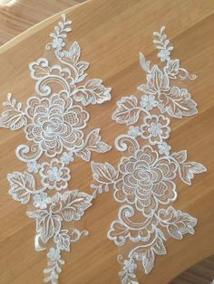 Detailed and delicate ivory alencon lace applique pair in peony flower design, matching trim is also available Applique size is about 26 x 14 cm , price is for one pair as pictured Matching trim height is about 22 cm , price is for one yard, more yards will be in continuous piece Great choice for wedding accessories, bridal accessories, bridal veil, wedding veil, chantilly dentelle , bridal lace garters making etc . Wholesale acceptable ! my shop link: http://www.etsy.com/...