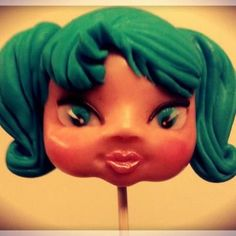 create a sugar paste doll's face - by ArtedellaTorta @ CakesDecor.com - cake decorating website