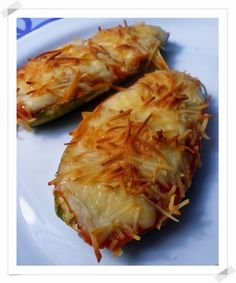 Chef & Quality: Zucchini stuffed with prawns Vegetarian Recipes, Cooking Recipes, Healthy Recipes, My Favorite Food, Favorite Recipes, Small Meals, Food Diary, Soul Food, Food Hacks