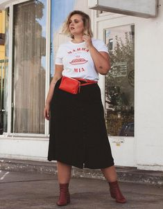 style Charlotte Kuhrt - t-shirt-skirt-boot - midi skirt - mid season - street style 2019 you can find similar pins below. We have brought the best of . Fat Fashion, Big Girl Fashion, Curvy Fashion, Plus Size Fashion, Outfits Plus Size, Plus Size Skirts, Curvy Outfits, Autumn Fashion Women Fall Outfits, Fall Fashion Trends