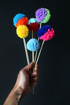 DIY: two-tone pom-pom cake toppers