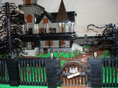 Haunted House - fence/trees