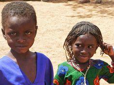Volti del Mali Bambini di un villaggio di rifugiati della Mauritania che ho visitato con UNHCR e con Fondazione Prosolidar ONLUS per un progetto di sviluppo e di integrazione.  #mali #refugee #rifugiati #profughi #mauritania #africa #afrique #travel #travelling #viaggio #viaggiando #faces #unicialmondo #volti #bambini #instalike #instalife #instamoment #l4l #like4like #likeforlike #cooperazione #solidarietà