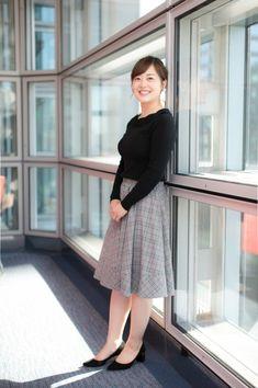 Pin on 水 Beautiful Asian Women, Beautiful Smile, Asian Fashion, Sexy Legs, Asian Woman, Lace Skirt, High Waisted Skirt, Sexy Women, Female