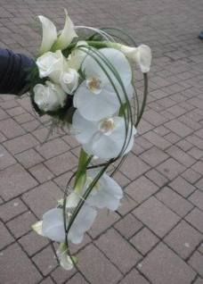 4 Simple and Creative Tricks Can Change Your Life: Wedding Flowers Centerpieces Yellow wedding flowers wildflowers floral. Hand Bouquet Wedding, White Wedding Bouquets, Bride Bouquets, Floral Bouquets, Bright Wedding Flowers, Romantic Wedding Flowers, Bridal Flowers, Wedding Colors, Romantic Weddings