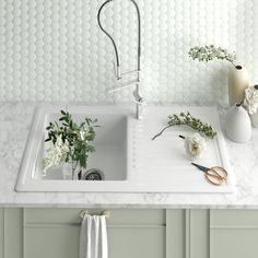Villeroy & Boch Cisterna 50 White Ceramic Single Bowl Undermount Kitchen Sink – 445 x Best Kitchen Sinks, White Kitchen Sink, Single Bowl Kitchen Sink, New Kitchen, Kitchen Ideas, Kitchen Design, Basement Kitchen, Kitchen Black, Kitchen Inspiration