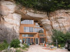 A house in Missouri built inside a cave!