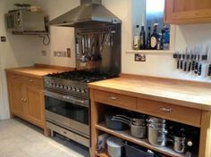 Approx 9yr Old Free-standing Habitat Oliva Kitchen with Appliances