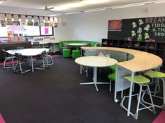 How inspiring is this year 5 space at Haileybury in Melbourne Australia. Lots of flexble furniture that can be moved around, supporting small and larger groups, with great sightlines for teacher presentations. #flexiblefurniture #flexibleseating #schoolfurniture #classroomfurniture #modularfurniture #classroomtables #classroomchairs #labstools #whiteboardtables #collaborativeteaching #pedagogy Modular Table, Modular Furniture, Classroom Furniture, School Furniture, Classroom Design, School Classroom, Flexible Furniture, Visible Learning