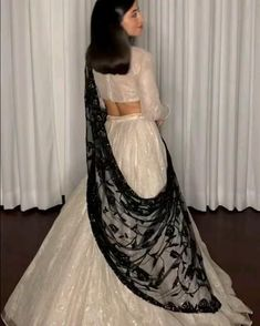 Desi Wedding Dresses, Party Wear Indian Dresses, Pakistani Dresses Casual, Indian Gowns Dresses, Dress Indian Style, Indian Fashion Dresses, Indian Wedding Outfits, Indian Designer Outfits, Bridal Outfits