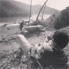 山でのロケ撮 カメラマンは息子でした  Photo taken by my son Thank you!    #あみぐるみ #あみぐるみ作家 #リュミエナ #かぎ針編み #編み物 #ニット #オランウータン #森の人 #毛糸 #オラン藤田 #田舎 #田舎暮らし #amigurumi #crochet #knitting #instaamigurumi #instacrochet #animal #orangutan #hook #pongo #yarn #lumiena #crochetdoll #crochetanimal #OrangFujita by lumiena_amigurumi