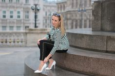 Casual outfit with black studded jeans, black striped blazer, printed shirt, white heels and black bag with golden details. Studded Jeans, White Heels, Striped Blazer, Black Stripes, Printed Shirts, Casual Outfits, Bag, Collection, Striped Blazer Outfit