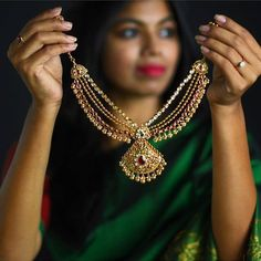 Looking for tailors to stitch wedding and designer blouses in Chennai? Check out these top 16 shops who offers fantastic tailoring services. Pearl Necklace Designs, Jewelry Design Earrings, Gold Earrings Designs, Gold Jewellery Design, Stone Necklace, Mango Necklace, Emerald Necklace, Gold Necklace, Gold Jhumka Earrings