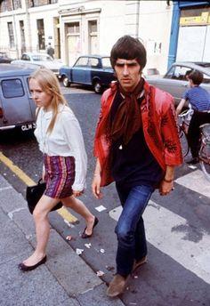 "isabelcostasixties:  ""Swinging London.  George Best, Kings Road, Chelsea, in 1967  "" Swinging London, Francoise Hardy, Mod Girl, London History, Sixties Fashion, Jane Birkin, Vintage London, History Photos, Brigitte Bardot"