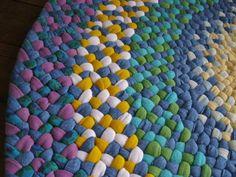 hacer alfombras con restos de telas trenzandolas