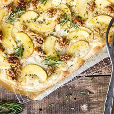 Low-Carb-Flammkuchen mit Rucola und Pilzen