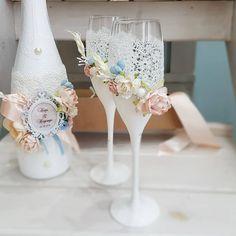 Wedding Unity Candles, Wedding Champagne Flutes, Wedding Bottles, Wedding Glasses, Wedding Sets, Wedding Trends, Diy Glasses, Bouquet Box, Bottle Centerpieces