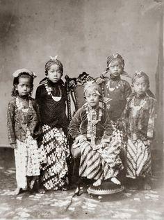 Javanese. Princes and princesses of the Yogyakarta Sultanate (1870)