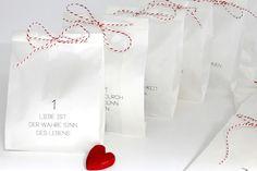 **Adventskalender zum Befüllen**, der Adventskalender besteht aus 24 Papierfalttüten, er ist bedruckt mit 24 _LIEBE IST_... Definitionen und ausgestattet mit ca. 12m rot-weißer, passend...