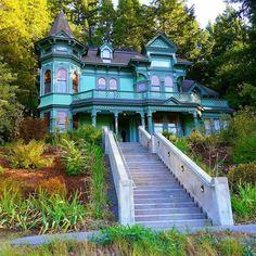 The Shelton McMurphey Johnson House, or Castle on the Hill, in Eugene, Oregon, United States.