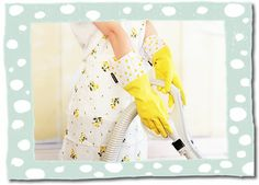 De gele Gloveables met stip in actie tijdens het stofzuigen. Te koop op www.funables.nl. Gloves, Dish, Pretty, Plate
