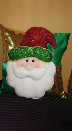 , Christmas Fun, Christmas Decorations, Christmas Ornaments, Holiday Decor, Decorative Pillows, Free Pattern, Diy And Crafts, Projects To Try, Santa