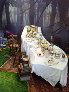 Alice in Wonderland / Mad Hatter table. Must do this using the curved tables.