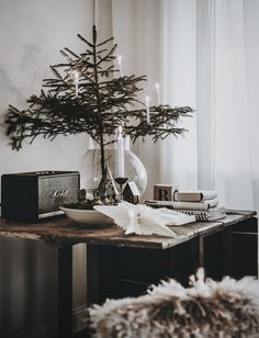 my scandinavian home: 5 Mini Christmas Tree Ideas For Small Spaces 12 Foot Christmas Tree, Mini Christmas Tree Decorations, Dark Christmas, Minimalist Christmas, Simple Christmas, Christmas Home, Natural Christmas, Christmas Crafts, Bohemian Christmas
