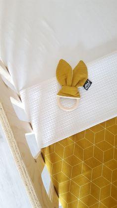 LEDIKANTDEKEN- Okergeel 3D met wafelstof naar keuze Pattern Pictures, Little Monkeys, Couture, Kidsroom, Baby Shop, Baby Sewing, Baby Toys, Decoration, Crochet Patterns