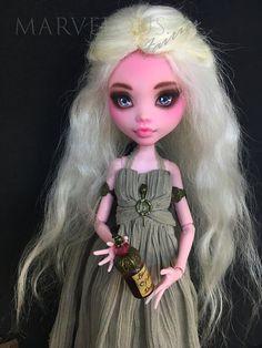 Daenerys, OOAK Custom Repaint Monster high doll