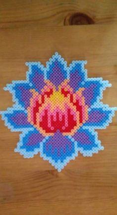 64 Ideas Flowers Design Pattern Lotus - Minecraft World 2020 Perler Bead Designs, Perler Bead Templates, Hama Beads Design, Diy Perler Beads, Perler Bead Art, Hama Beads Coasters, Flower Pattern Design, Flower Patterns, Beading Patterns