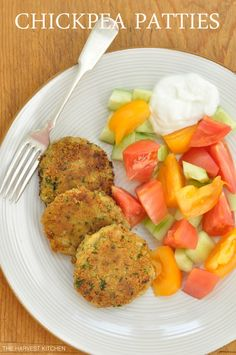 These Easy Chickpea Patties are slightly crispy on the outside and tender and moist and flavorful on the inside. Serve them with plain Greek yogurt or a tzatziki sauce. Chickpea Fritters, Chickpea Patties, Vegan Patties, Chickpea Cakes, Chickpea Salad, Chickpea Recipes, Vegetarian Recipes, Healthy Recipes, Diabetic Recipes