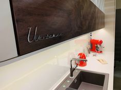 Ukitch.eu retro kitchen Design Kitchen, Flat Screen, Kitchen Cabinets, Retro, Home Decor, Self, Cuisine Design, Blood Plasma, Restaining Kitchen Cabinets