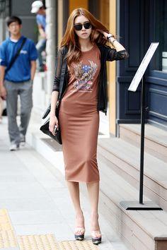 Shape: The dress looks like it has a tubular shape.