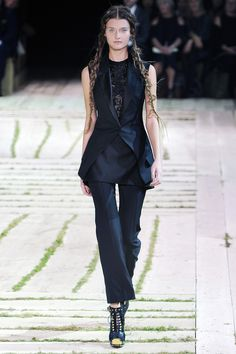 Alexander McQueen Spring 2011 RTW - Review - Fashion Week - Runway, Fashion Shows and Collections - Vogue