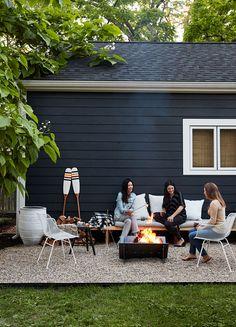 74 DIY backyard privacy fence design ideas on a budget Pea Gravel Patio, Backyard Patio, Backyard Landscaping, Backyard Privacy, Backyard Designs, Patio Roof, Landscaping Ideas, Backyard Ideas, Backyard Furniture