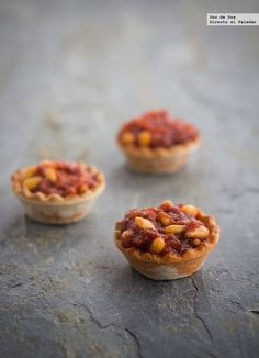 Tartaletas de sobrasada con miel y piñones. Receta Spanish Dishes, Spanish Tapas, Catering, Mini Appetizers, Tapas Bar, Brunch, Snacks, Appetisers, Food Gifts
