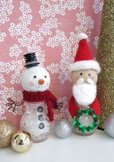 DIY Craft Tutorial: How to Make a Snowman and Santa Figure from Salt and Pepper Shakers Christmas Ornament Wreath, Christmas Gnome, Christmas Colors, Christmas Crafts, Christmas Sewing, Christmas Decorations, Snowman Wreath, Primitive Christmas, Christmas Items