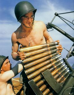 WW2 in color: shells are loaded into a Bofors 40 mm anti-aircraft gun