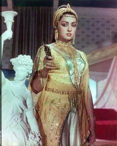Hema malini Indian Bollywood Actress, Bollywood Girls, Bollywood Fashion, Indian Actresses, Bollywood Actors, Beautiful Girl Indian, Beautiful Indian Actress, Rekha Actress, Hot Images Of Actress