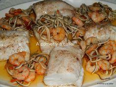 A comer y a callar: MERLUZA AL HORNO CON GULAS Y GAMBAS. Chicken Salad Recipes, Fish Recipes, Seafood Recipes, Cooking Recipes, Healthy Recipes, Tapas, Small Meals, Happy Foods, Seafood Dishes
