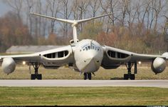 Aviation Photo Handley Page Victor - UK - Air Force Military Jets, Military Aircraft, Fighter Aircraft, Fighter Jets, Vickers Valiant, Handley Page Victor, War Jet, V Force, Avro Vulcan