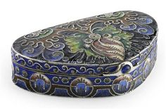A Fabergé silver-gilt and shaded cloisonné enamel pill box  Workmaster Fedor Rückert, Moscow, 1908-1917 - Lyon & Turnbull