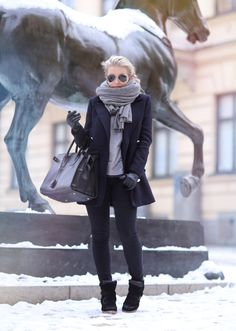Finnish blogger Linda Juhola. Grey + black, lovely textured knitted scarf.