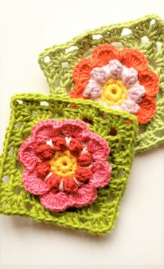 [Free Pattern] Beautiful Blooms In The Square