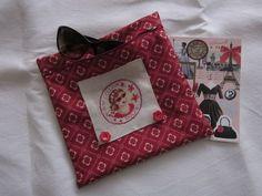 Blog : Souvenirs brodés ! Difficile de résister aux superbes ouvrages !!! Une visite s'impose : http://souvenirsbrodes.canalblog.com/archives/2013/04/03/26823093.html