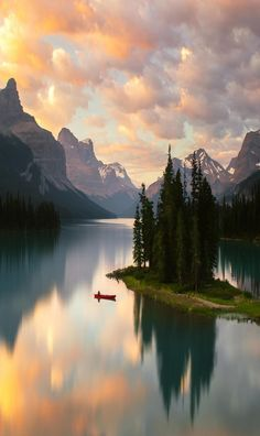 Stillness on Maligne Lake 🛶 Photo by karl shakur Beautiful World, Beautiful Places, Beautiful Pictures, Beautiful Nature Scenes, Beautiful Sunset, Wonderful Places, Landscape Photography, Nature Photography, Scenary Photography